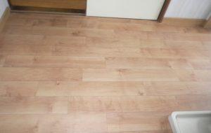 内装 洗面所床の改修